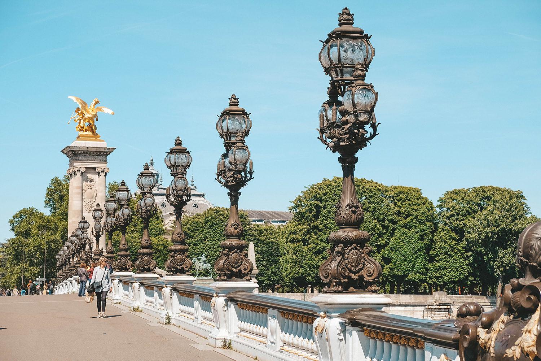 La traversée du pont Alexandre III