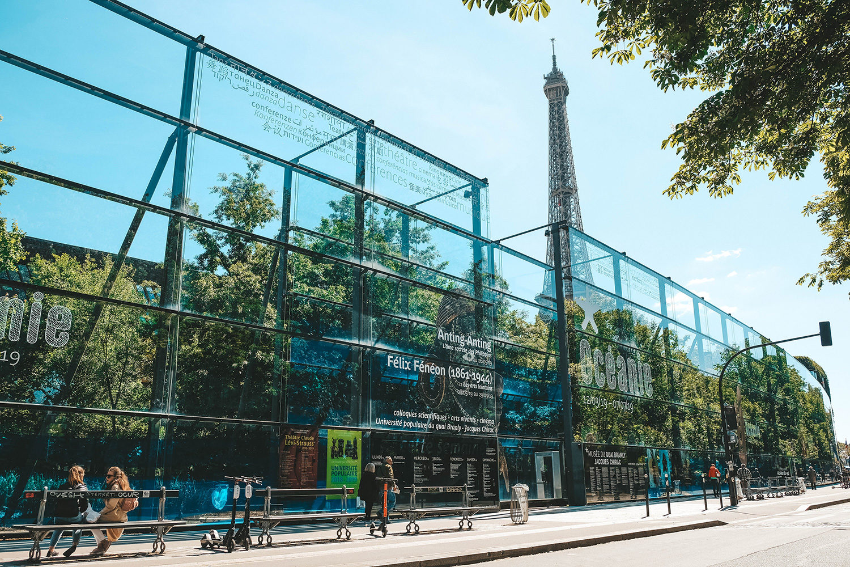 La jolie façade vitrée du musée du quai Branly - Jacques Chirac