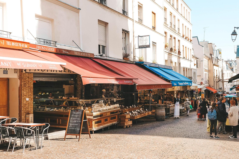 Les nombreux petits commerces de la rue Mouffetard