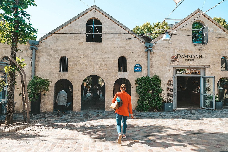 Les jolies façades en pierres blanches de Bercy Village