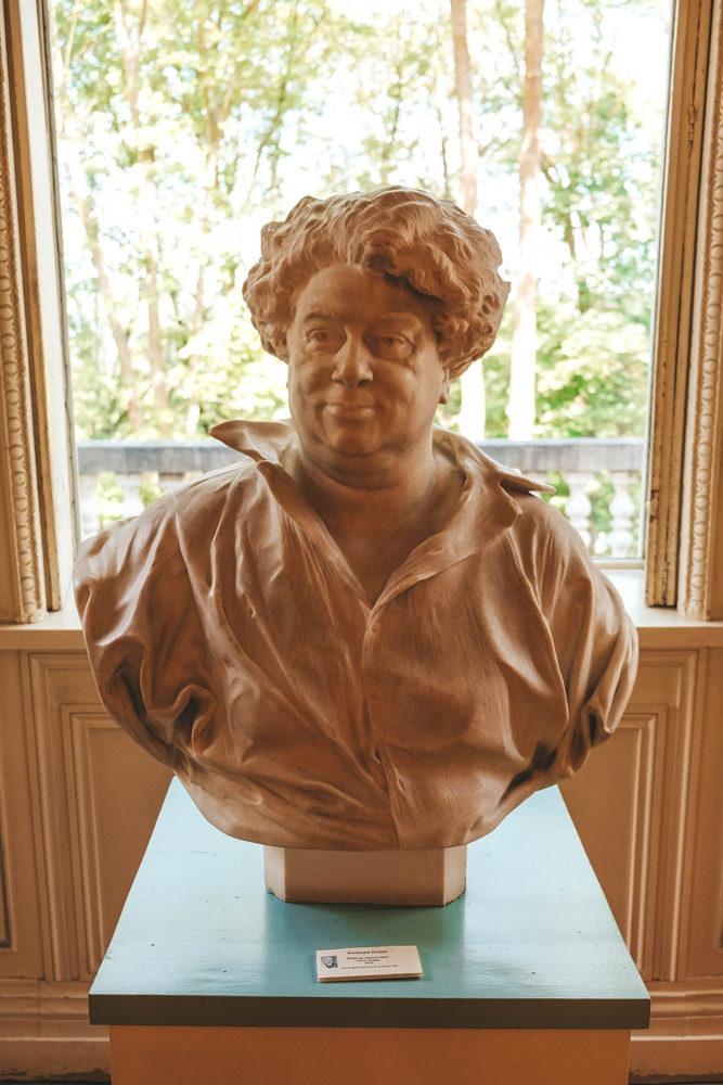 """Statue du célèbre écrivain """"Alexandre Dumas"""""""