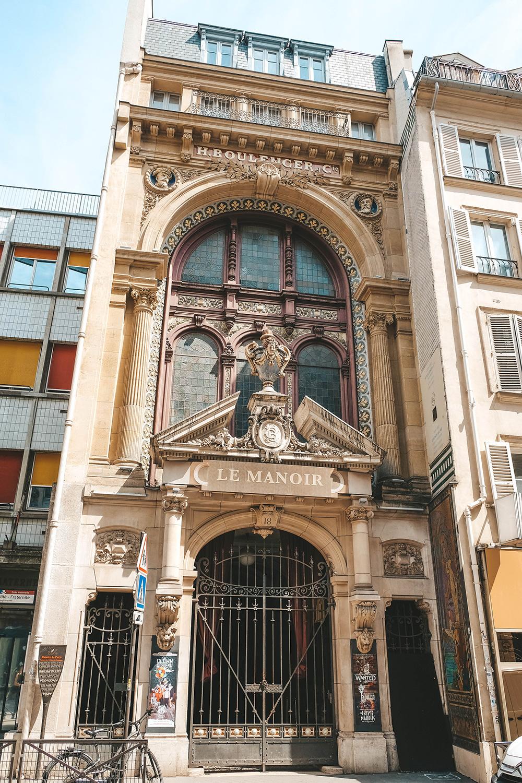 L'entrée du manoir de Paris