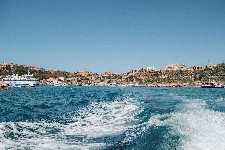 Vue depuis le ferry effectuant la traversée Malte – Gozo