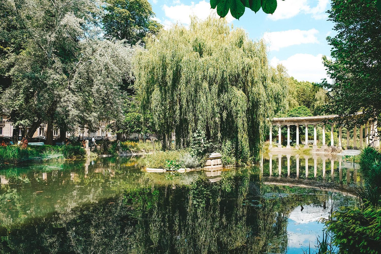 Le petit bassin du parc Monceau
