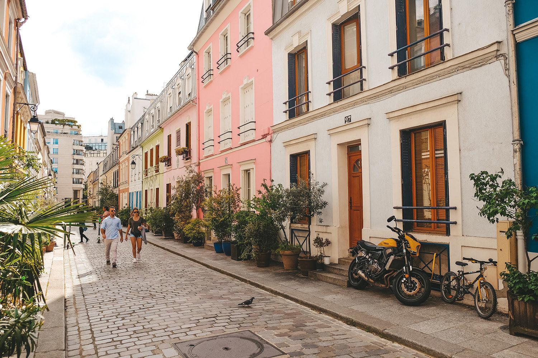 Les jolies façades colorées de la rue