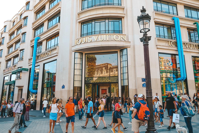 L'immense boutique Louis Vuitton et sa magnifique façade