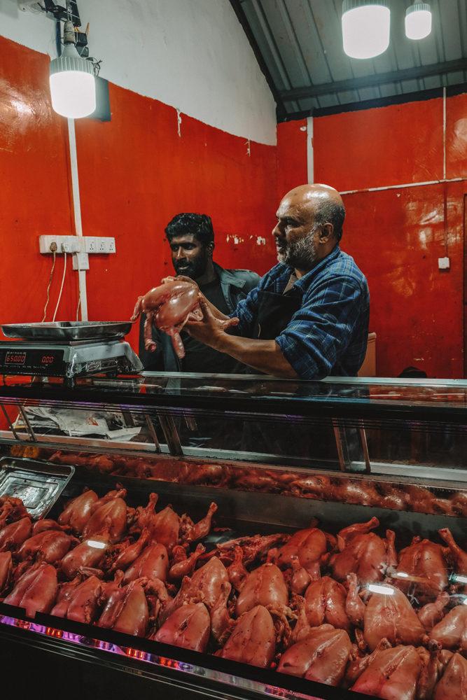 Un vendeur de poulets