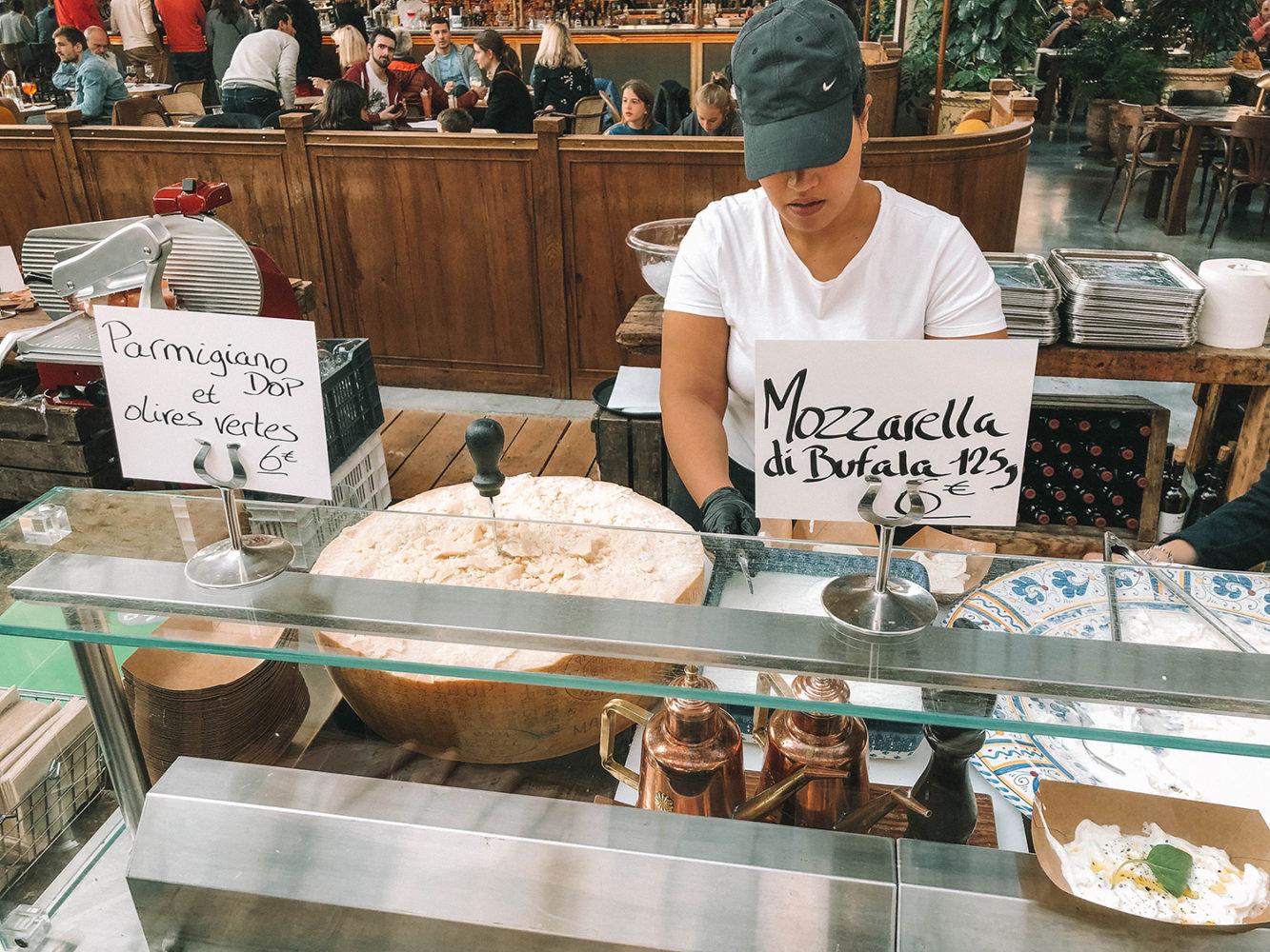 Stand de mozzarella, stracciatella et parmesan
