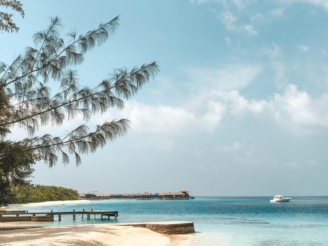 La plage principale de sable blanc
