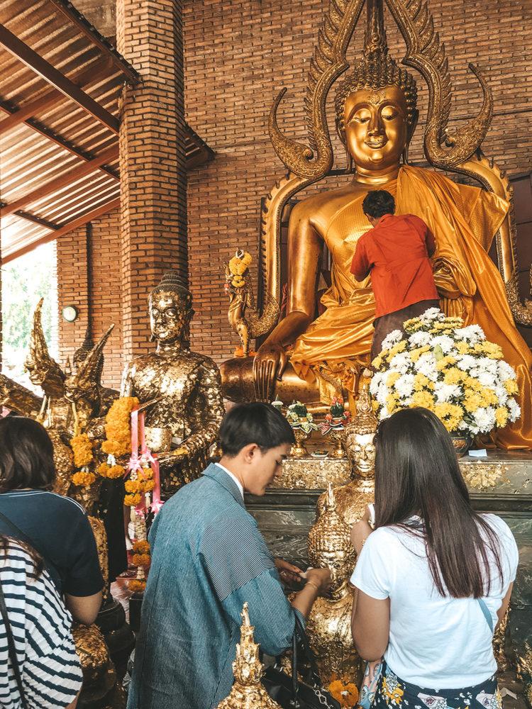 Le drapé du Bouddha