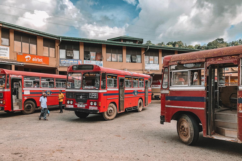 La gare de bus de Balangoda