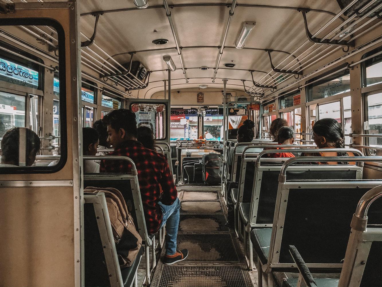 Prenons place à l'intérieur du bus