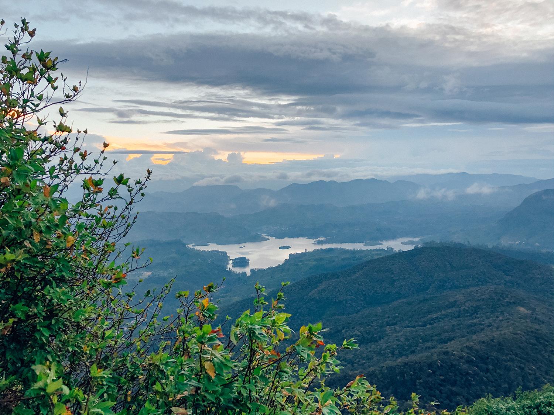 Vue sur la vallée et son lac