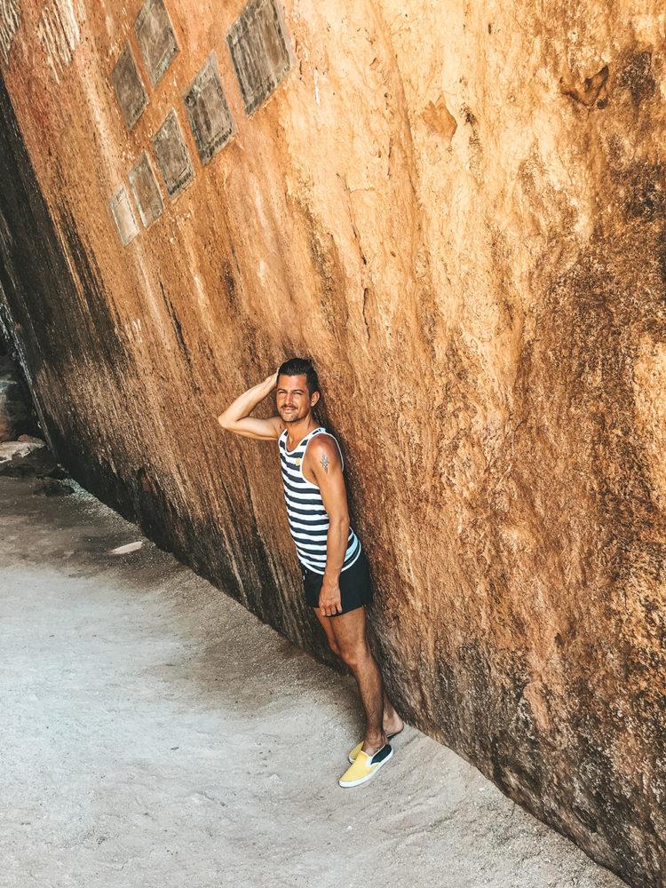 Nicolas sous les falaises de l'île de Koh Panak