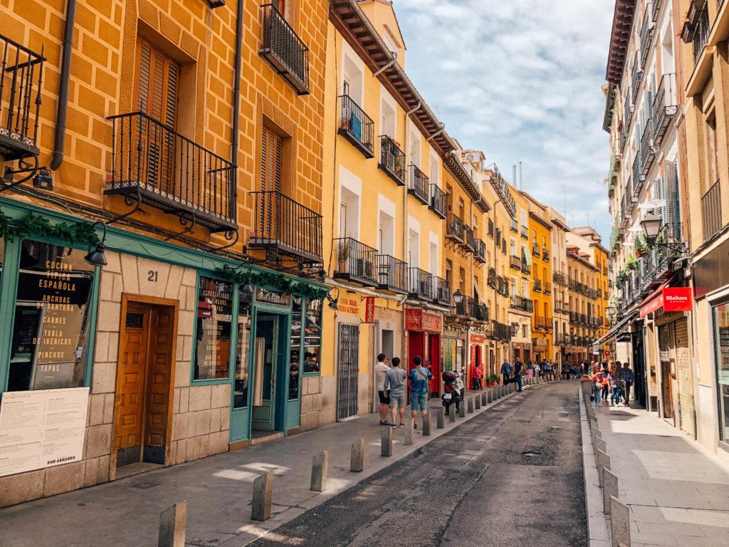 L'une des plus jolies rues de Madrid : la Calle de la Cava Baja