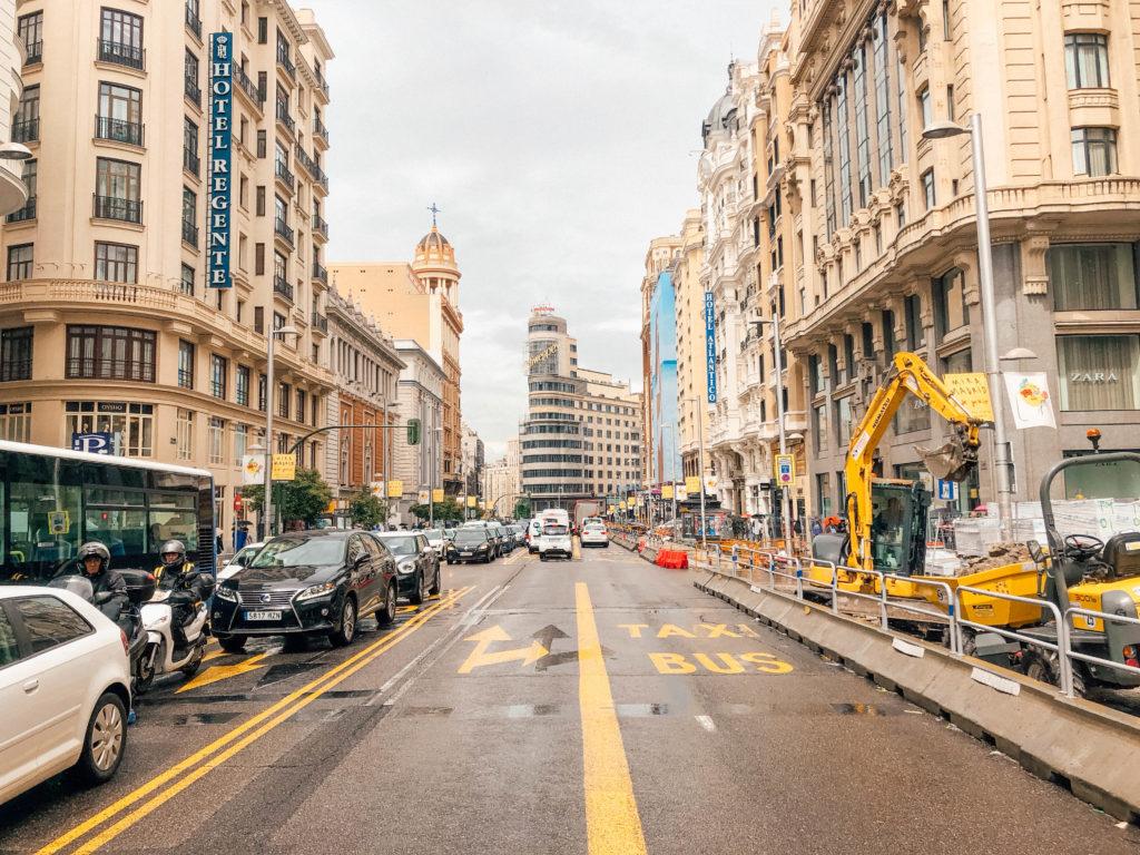L'avenue Gran Vía de Madrid et ses travaux d'embellissement