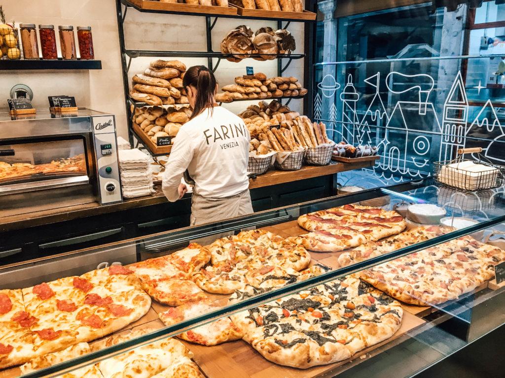 Large choix de pizzas chez Farini