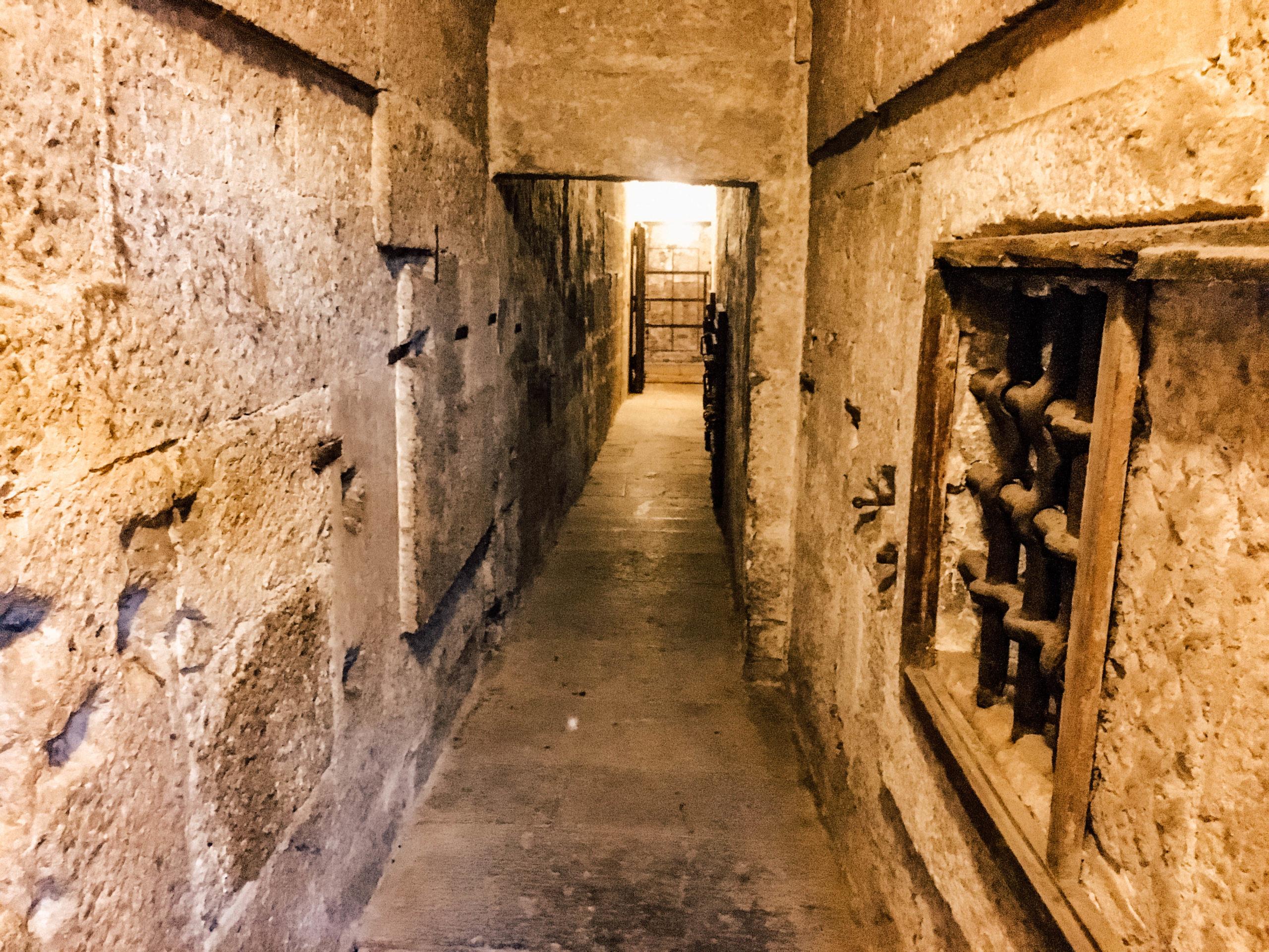 Les nouvelles prisons avec leurs petites cellules humides