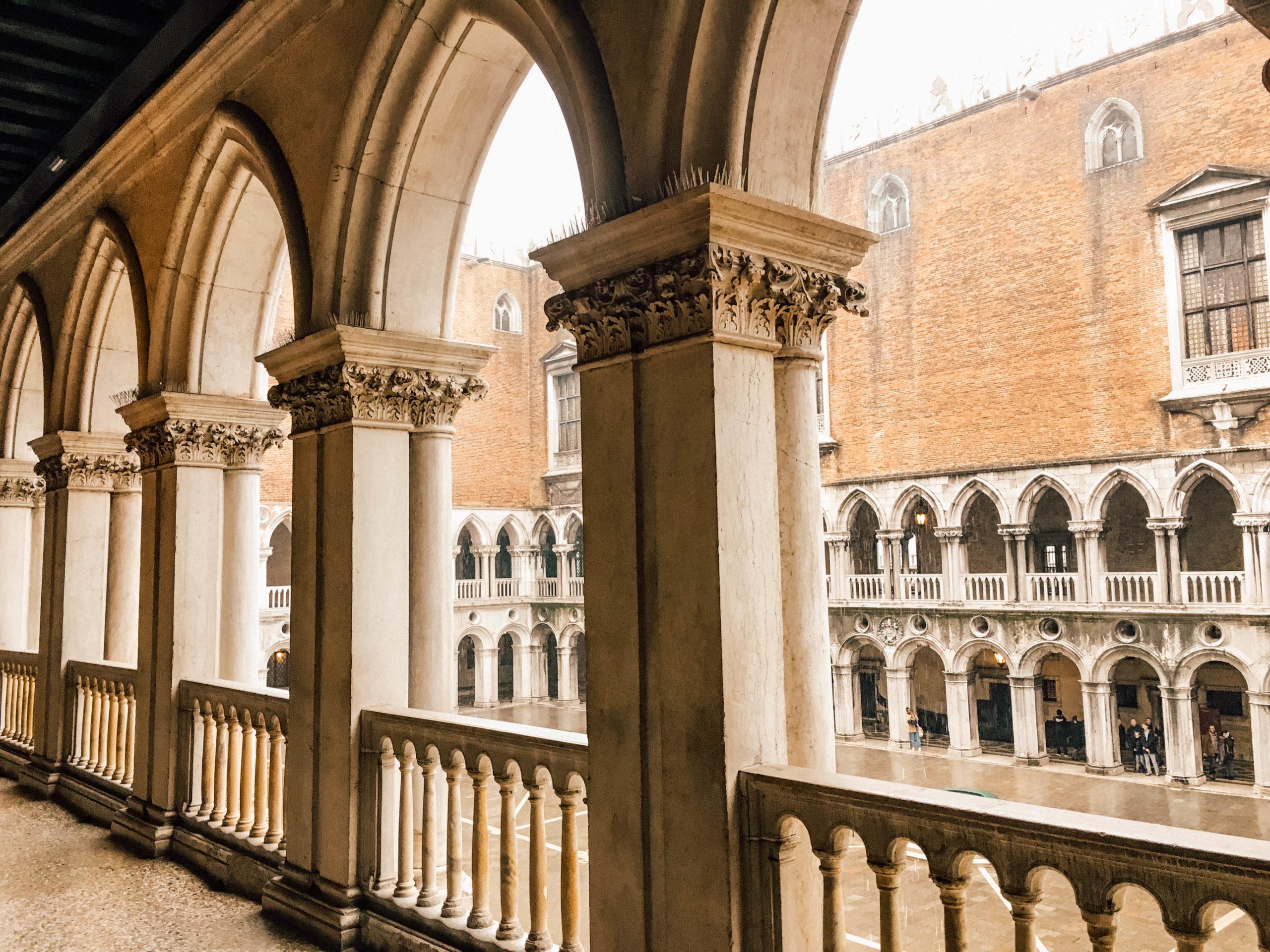 Une architecture unique mêlant influences gothique et renaissance