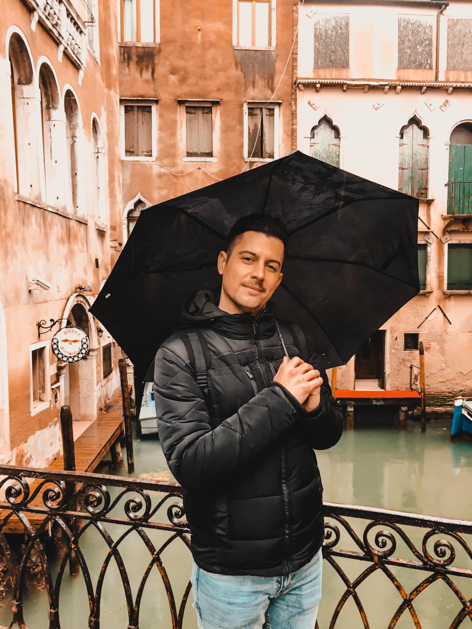 Nicolas garde le sourire malgré la pluie