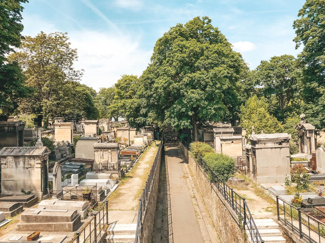 Vue du cimetière de Montmartre depuis la passerelle