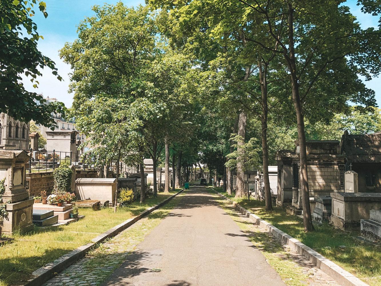 Grande allée du cimetière de Montmartre