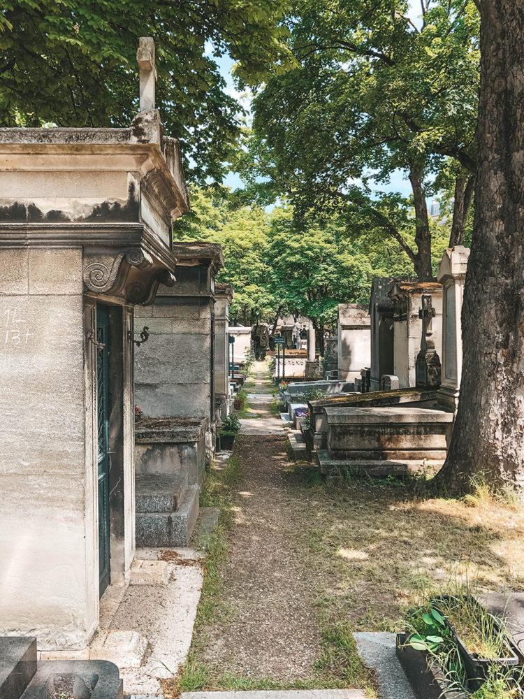 Petite allée du cimetière