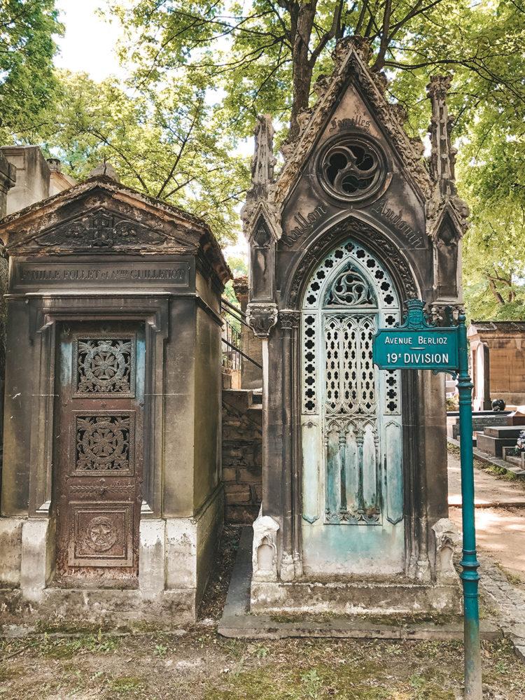Caveaux anciens du cimetière de Montmartre