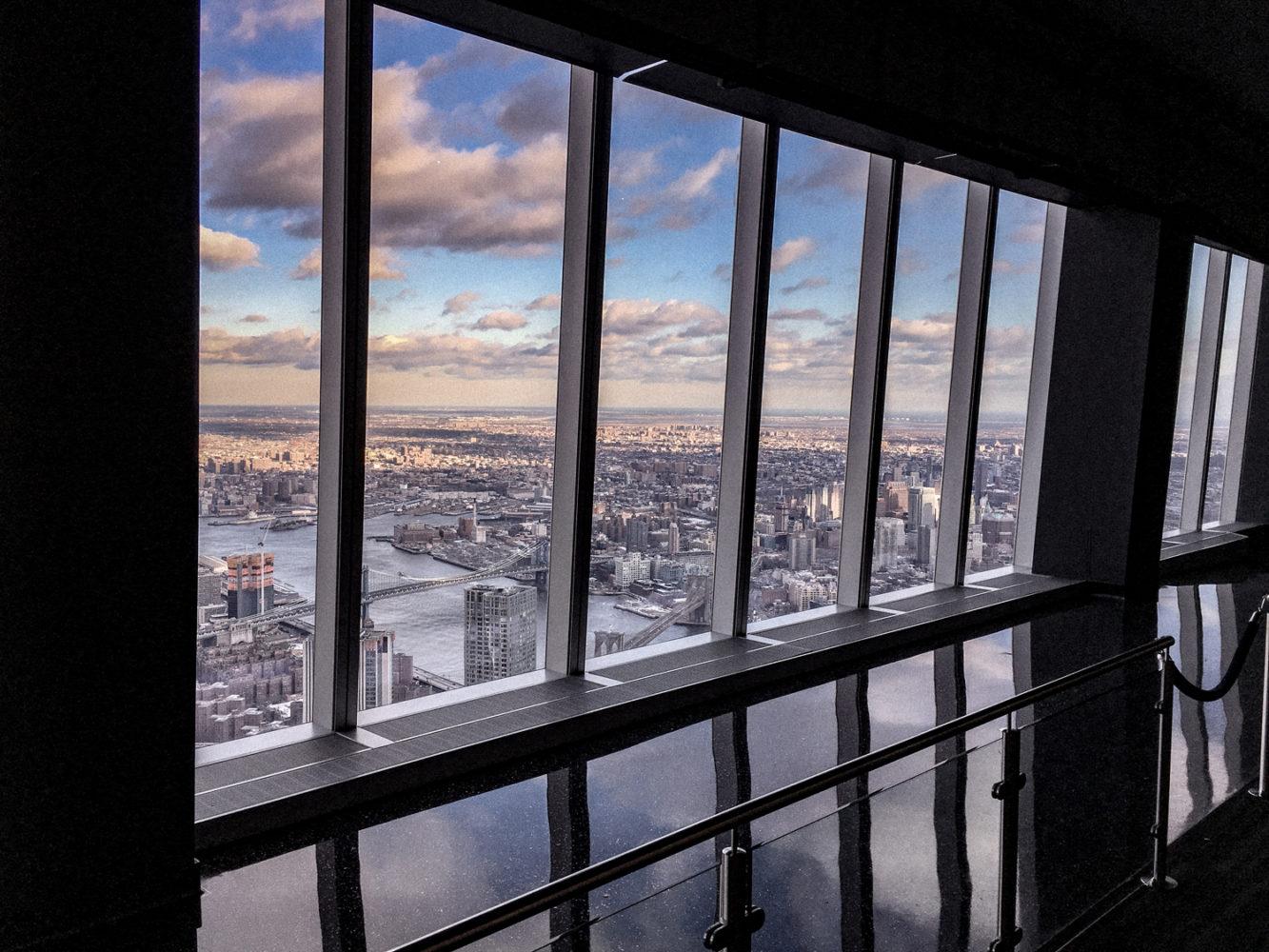Larges baies vitrées afin d'admirer la vue