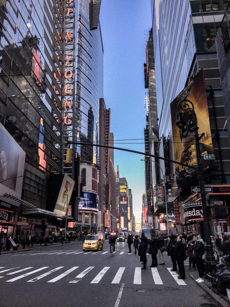Tombée de la nuit sur Times Square