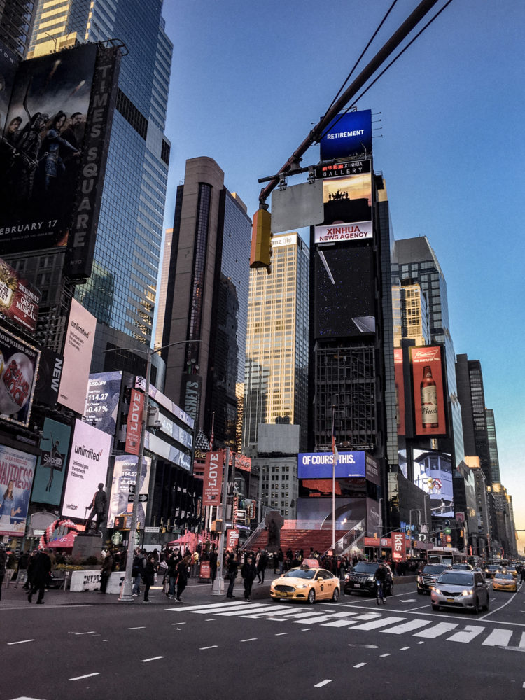 Vue du célèbre escalier rouge de Times Square