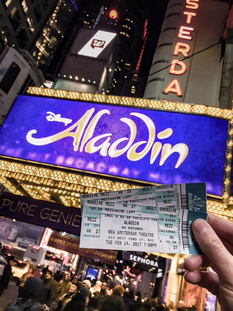 On sort voir la comédie musicale Aladdin !