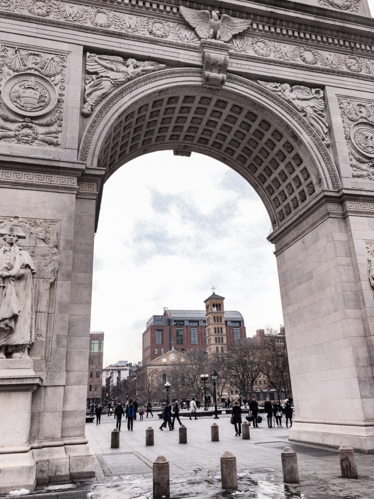 Vue sous l'arc dédié à George Washington