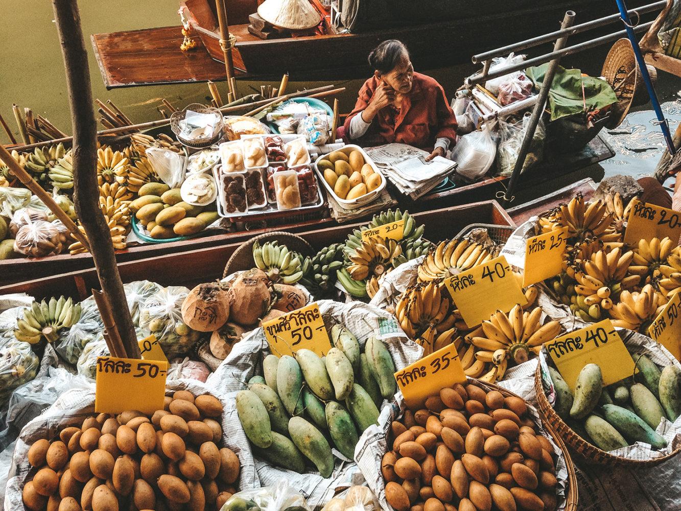 Vendeuse de fruits frais