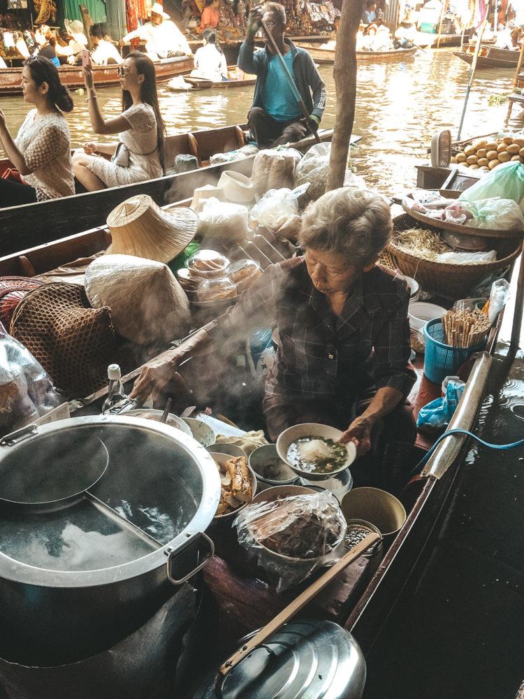 La traditionnelle soupe thaïlandaise