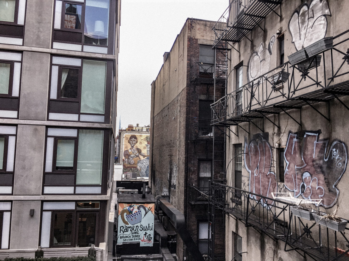 Les façades d'immeubles qui entourent la High Line