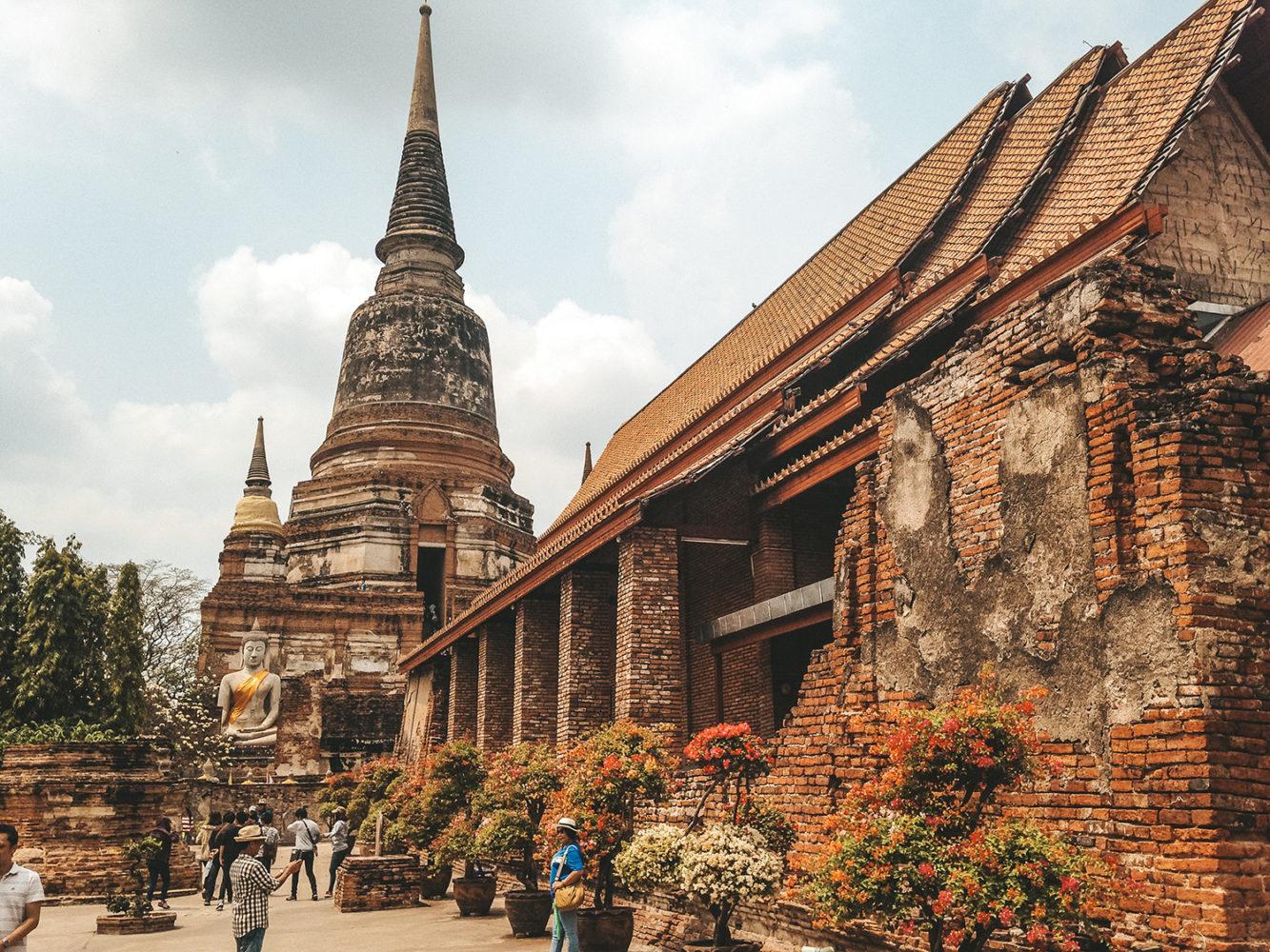 La cour du Wat Yai Chaimongkol