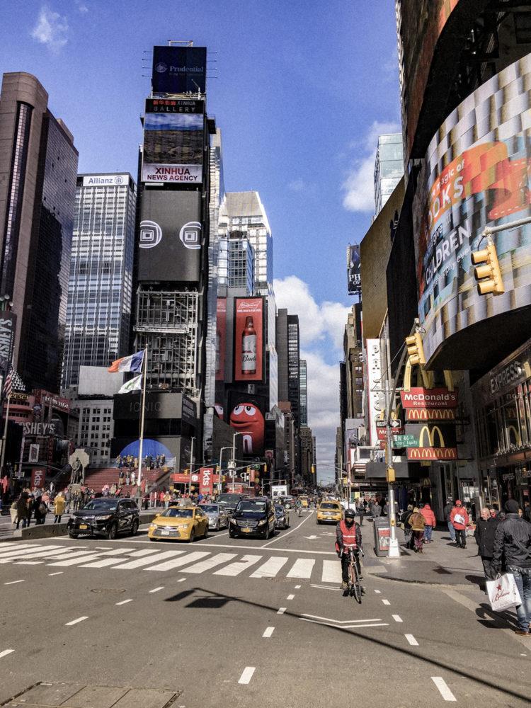 Times Square en pleine journée