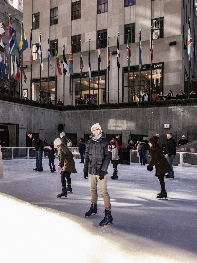 Julien en émerveillement sur ses patins à glace