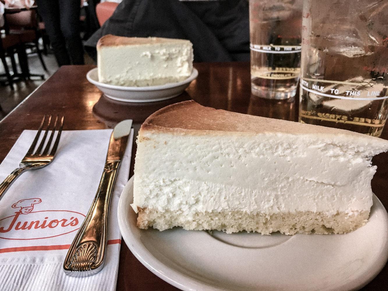 "Le meilleur cheesecake de New York chez ""Junior's"""