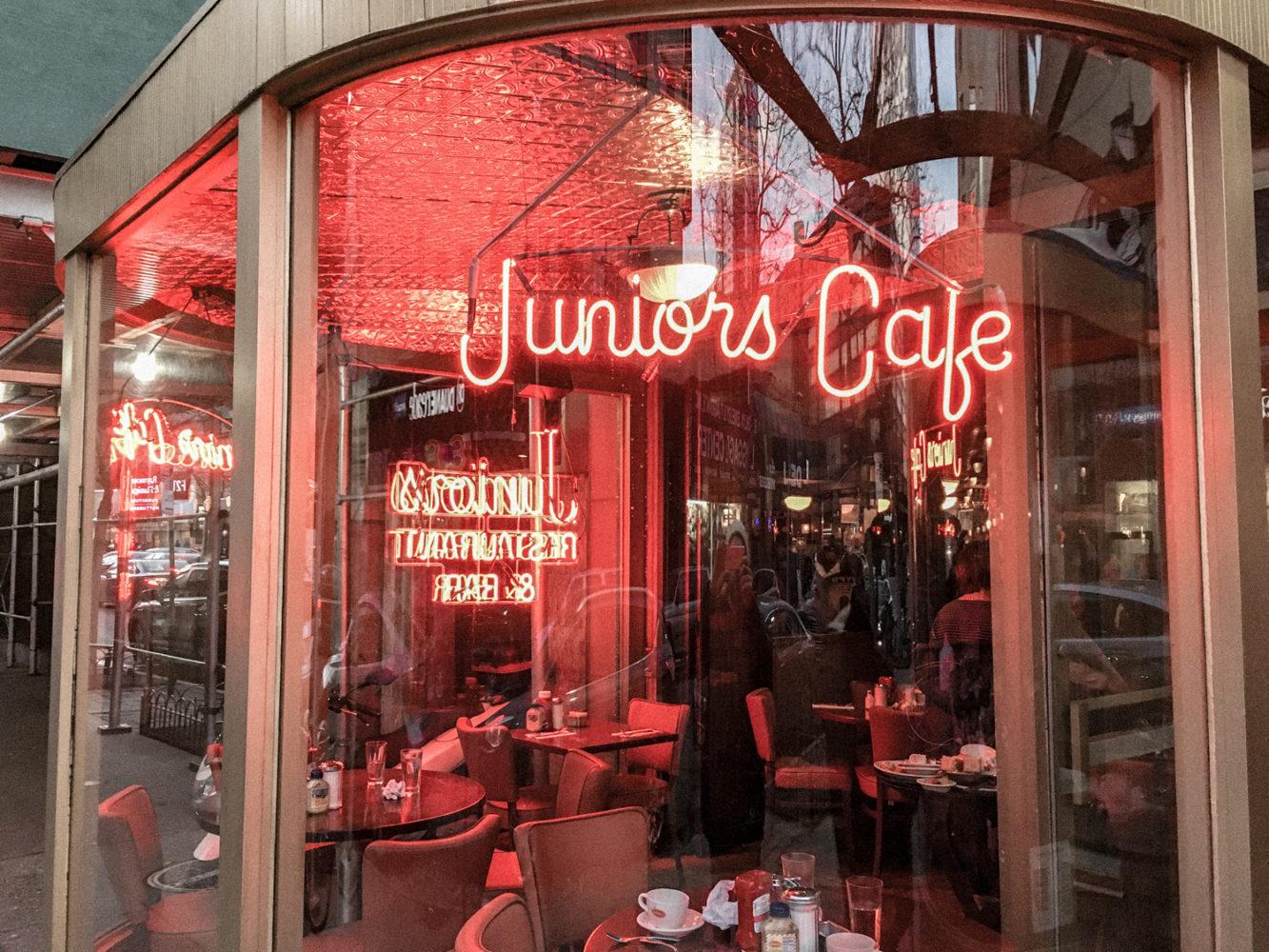 """Devanture de l'institution """"Junior's Cafe"""""""