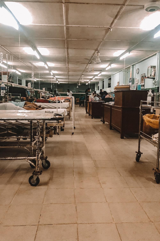 La difficile réalité des hôpitaux publics de campagne