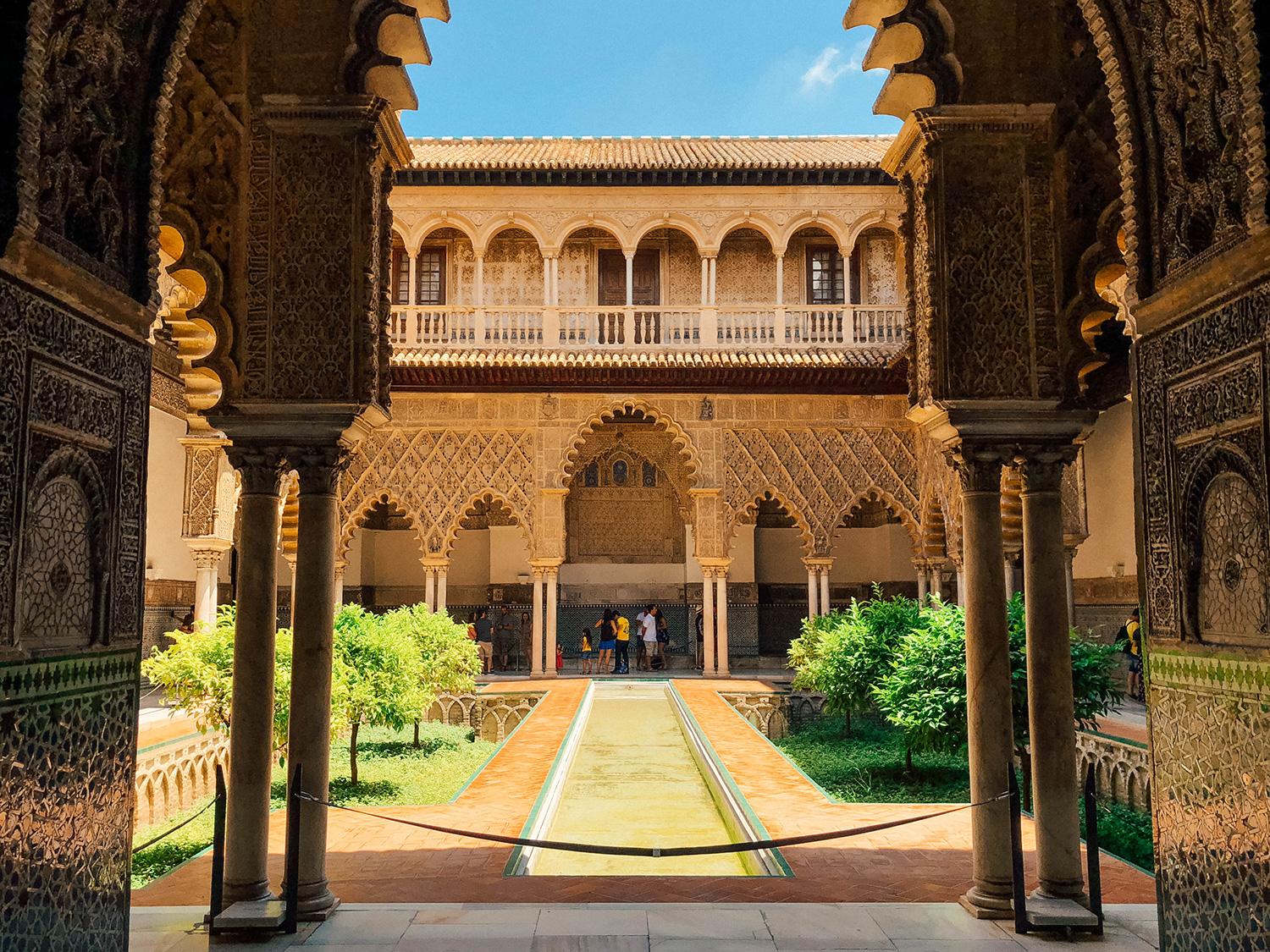 L'un des patios intérieurs de l'Alcázar