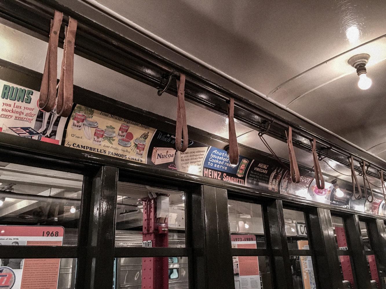 Anciennes publicités des rames de métro