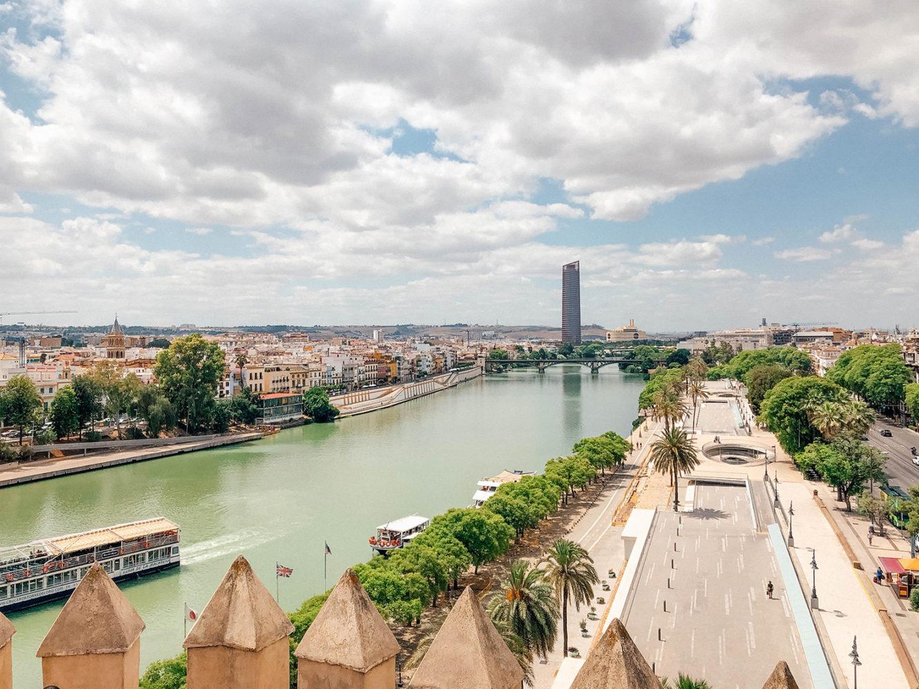 Vue sur les rives du Guadalquivir depuis le haut de la tour