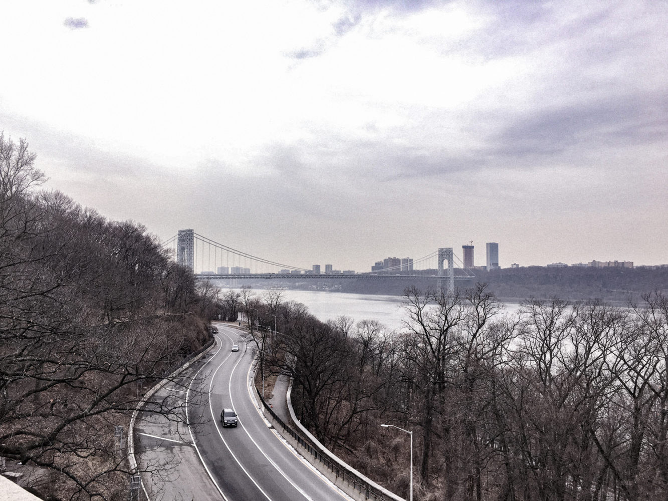 Vue depuis le site de The Cloisters sur l'Hudson River et le Washington Bridge