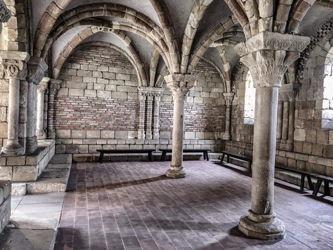 Sale de repos afin d'admirer les magnifiques voûtes du monastère