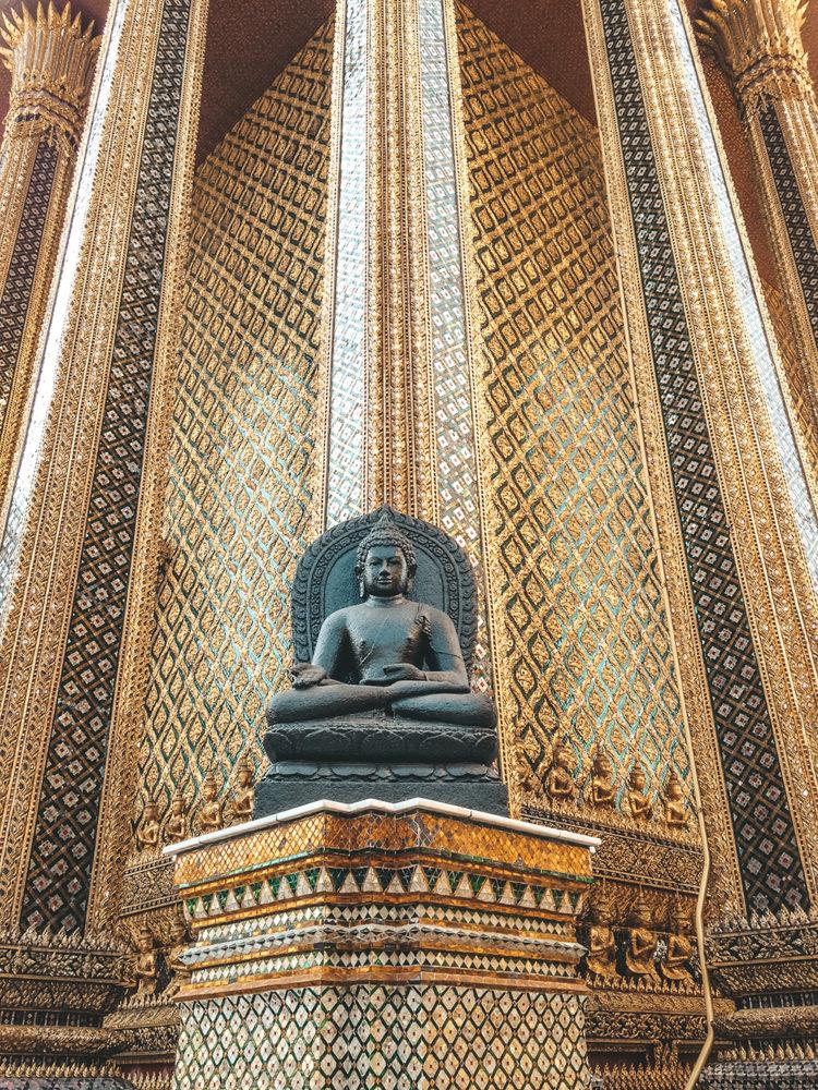 Mur et Bouddha du Prasat Phra Thep Bidon