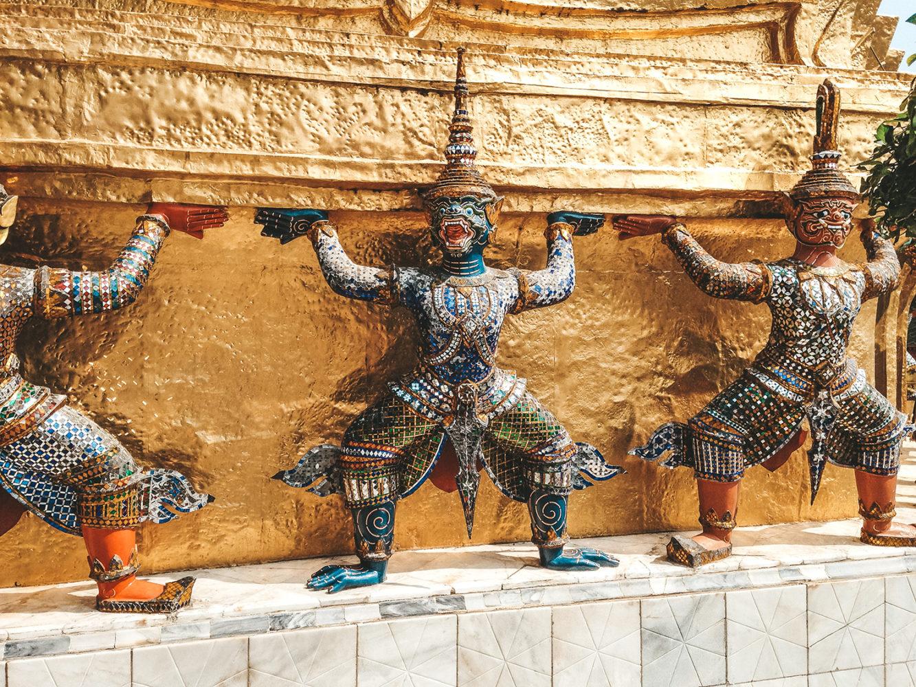 Statues de l'un des deux Chedis dorés