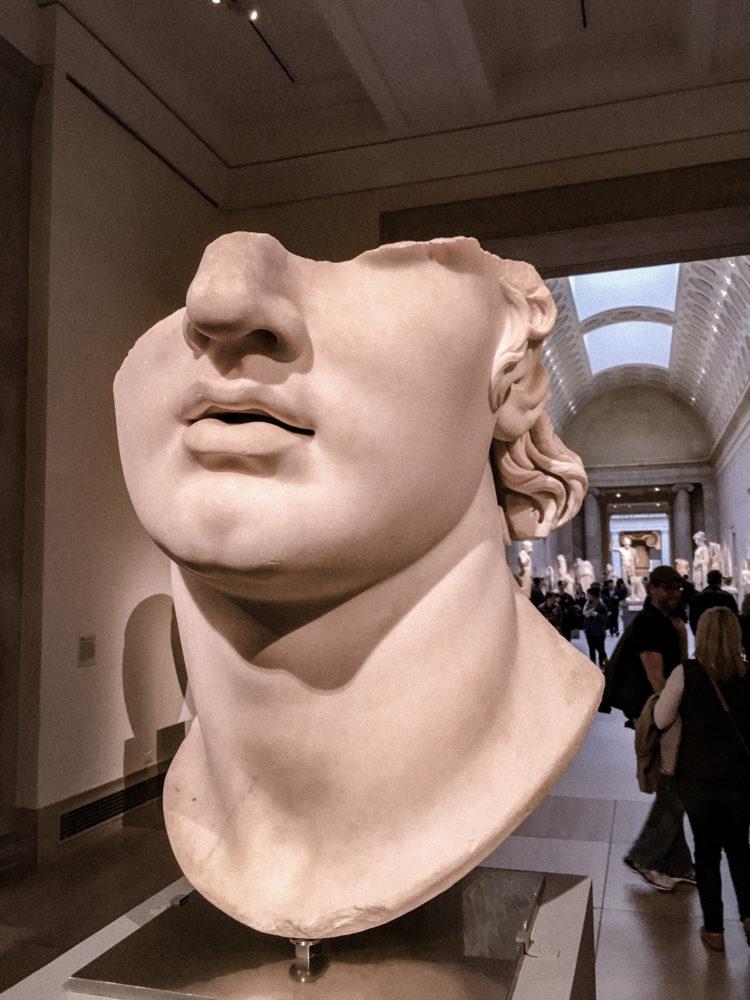 Statue d'un visage romain